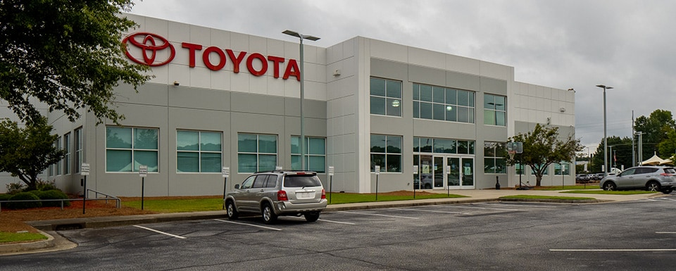 Outside view of AutoNation Toyota Thornton Road