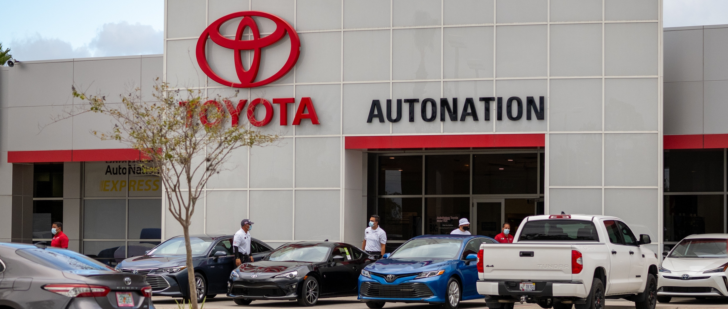 View of the entrance to AutoNation Toyota Winter Park