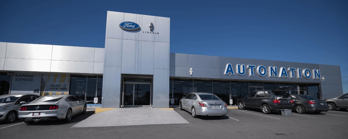 Exterior view of AutoNation Lincoln Union City during the day