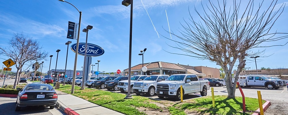 Outside view of AutoNation Ford Valencia