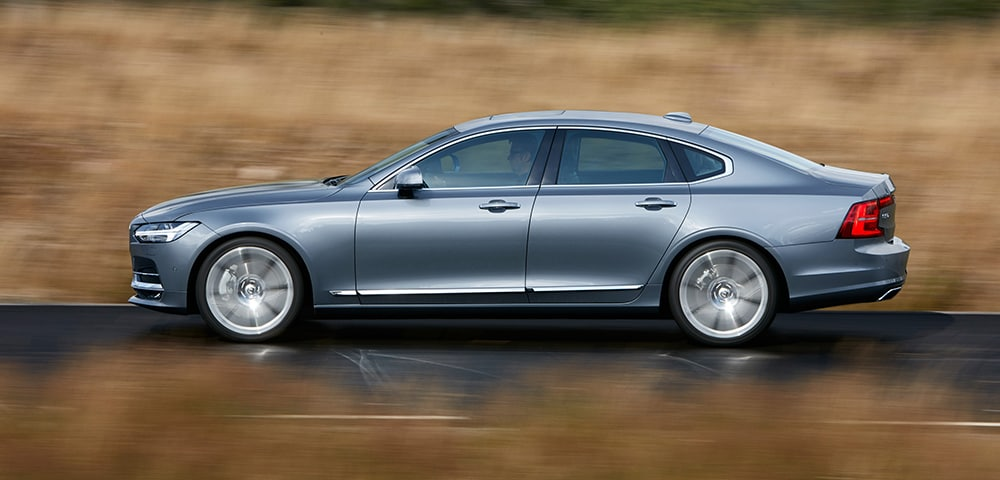 Side view of 2018 Volvo S90