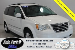 2009 Chrysler Town & Country Touring Minivan/Van in Sturgis, MI