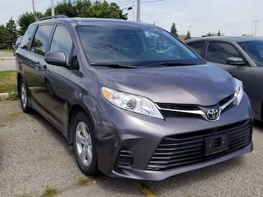 2019 Toyota Sienna LE, Back Up Cam, Apple CarPlay, Lane Keep Assist! Minivan