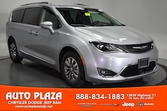 New Chrysler Dodge Jeep Ram 2020 Chrysler Pacifica TOURING L PLUS Passenger Van for sale in De Soto, MO