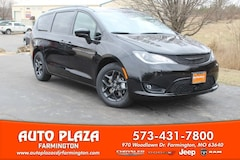 New 2019 Chrysler Pacifica TOURING L Passenger Van for sale in Farmington, MO