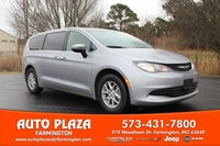 2020 Chrysler Voyager Van