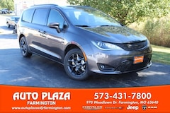 New 2020 Chrysler Pacifica TOURING L Passenger Van for sale in Farmington, MO