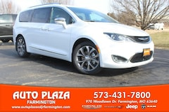 New 2019 Chrysler Pacifica LIMITED Passenger Van 11276 for sale in Farmington, MO