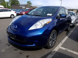 2017 Nissan LEAF 2017 LEAF SV w/NAV & QUICK CHARGE & OE Warranty Hatchback