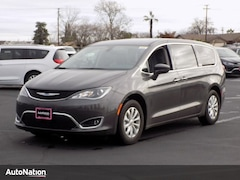 2018 Chrysler Pacifica Touring Plus Mini-van Passenger