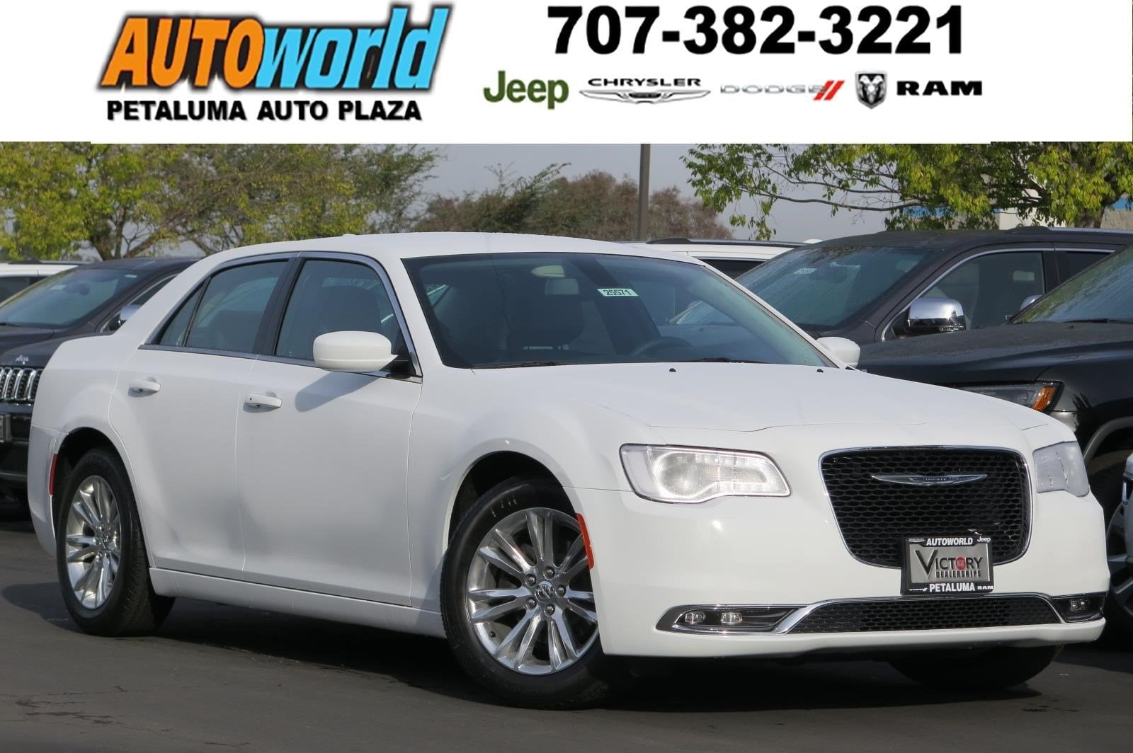 2017 Chrysler 300 Limited Sedan 25571