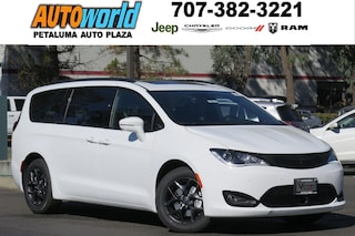 New 2018 Chrysler Pacifica LIMITED Passenger Van 26914 Petaluma