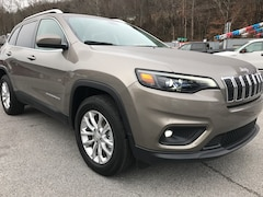 New 2019 Jeep Cherokee LATITUDE 4X4 Sport Utility 1C4PJMCB3KD213438 for sale in Harlan, KY