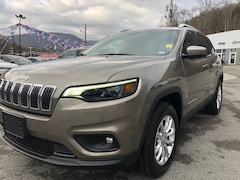 New 2019 Jeep Cherokee LATITUDE 4X4 Sport Utility 1C4PJMCB3KD405569 for sale in Harlan, KY