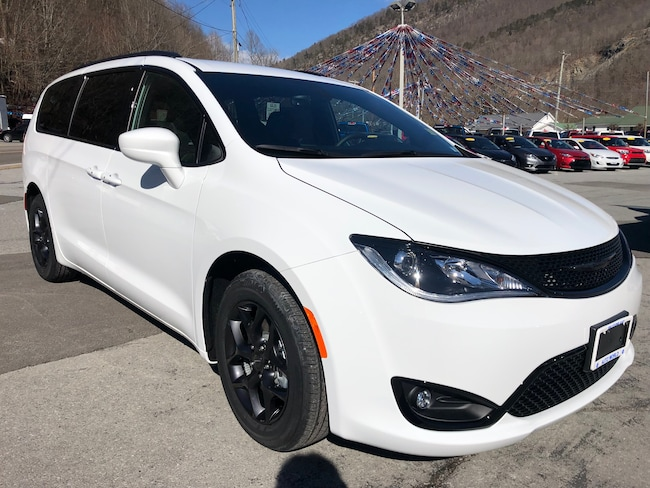 New 2019 Chrysler Pacifica TOURING L Passenger Van in Harlan, KY