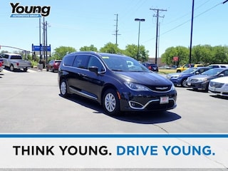 Used 2018 Chrysler Pacifica Touring L Van 2C4RC1BGXJR246379 for sale in Kaysville, Utah at Young Kia