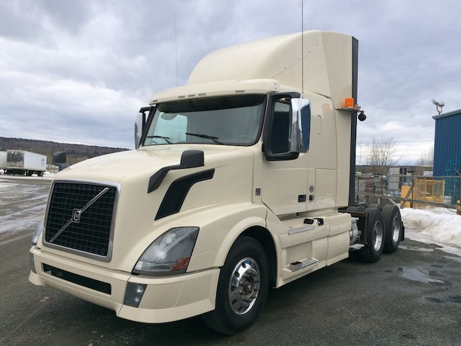 2013 VOLVO VNL64T430 Fresh eng with factory warranty