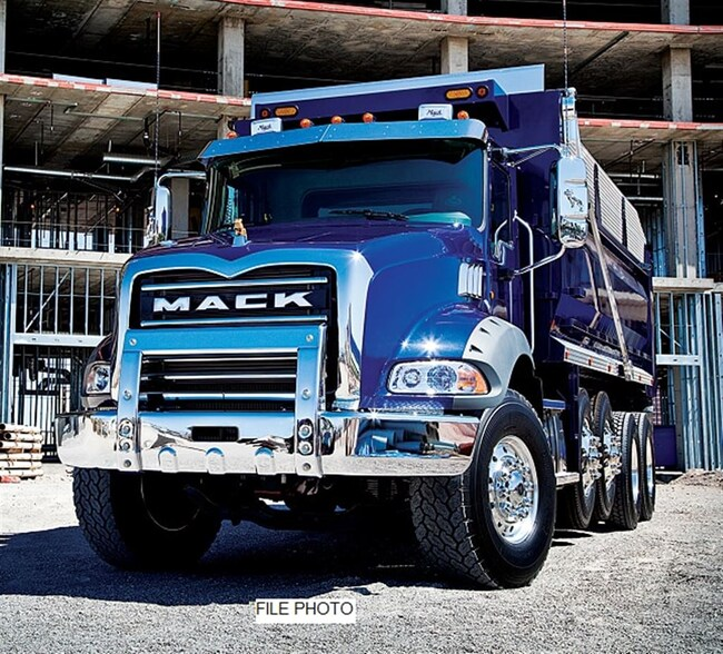 2019 MACK Granite 86BT Tri-Drive -