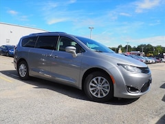 New 2019 Chrysler Pacifica TOURING L Passenger Van in Warwick, RI