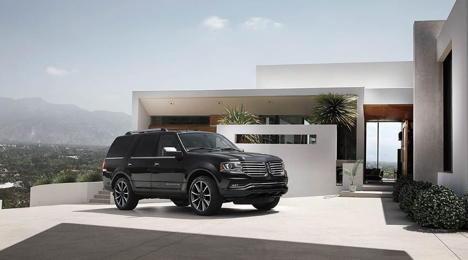 Dealerships near Biloxi, MS Present the Proud 2017 Lincoln Navigator