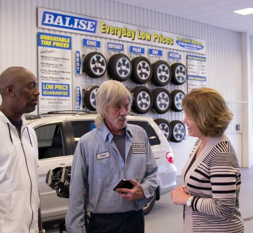 Service Manager in the auto service bay at Balise Honda