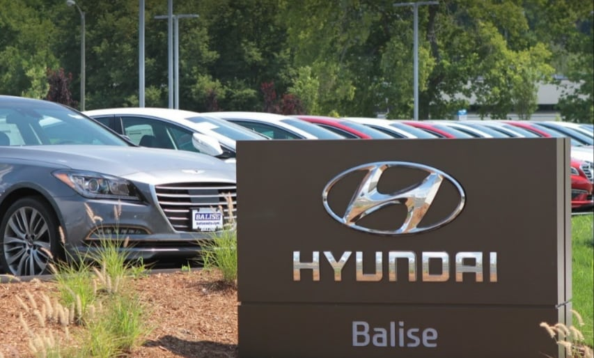 Balise Hyundai dealer sign