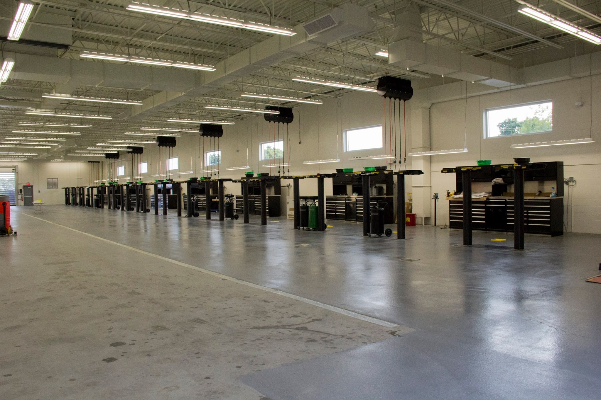 auto repair bays at Balise Subaru