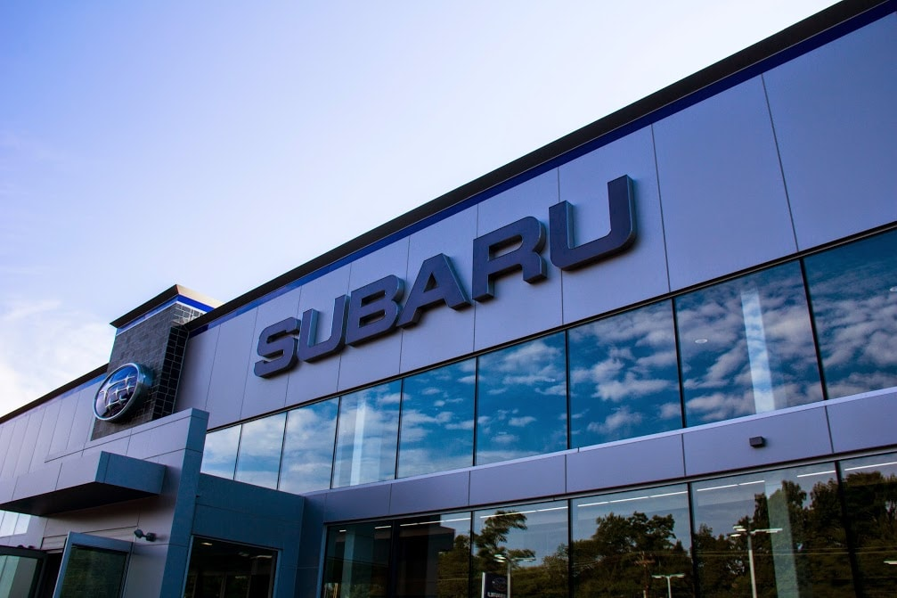 Balise Subaru dealership building
