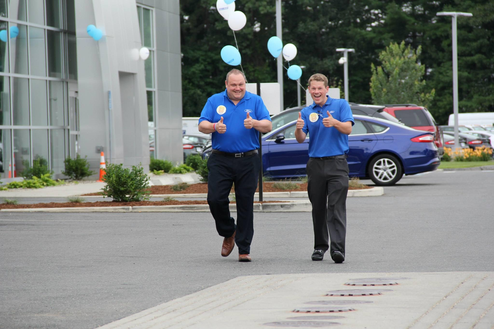 Balise Ford salesmen giving the thumbs up on the dealership lot