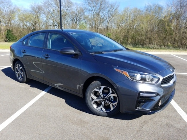 New 2019 Kia Forte LXS Sedan near Fulton MS