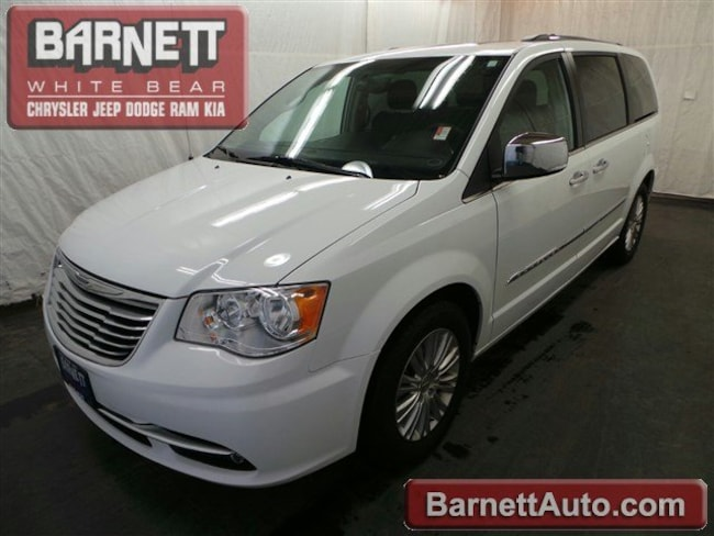 2016 Chrysler Town & Country Limited Van LWB Passenger Van