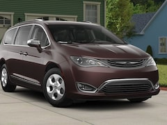 New 2018 Chrysler Pacifica HYBRID LIMITED Passenger Van Panama City