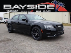 New 2019 Chrysler 300 TOURING Sedan 2C3CCAAG2KH601418 near Biloxi, MS