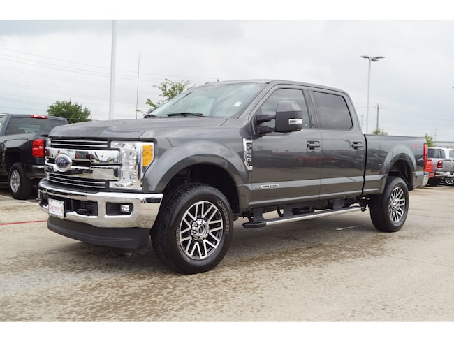 2017 Ford F-250 Super Duty Lariat 4x4 Lariat  Crew Cab 6.8 ft. SB Pickup