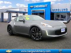 2017 Nissan 370Z Base Touring  Coupe 7A