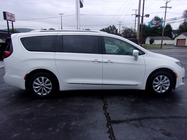 New 2019 Chrysler Pacifica TOURING L Passenger Van near Wilkes-Barre