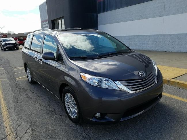 2017 Toyota Sienna XLE 8 Passenger Van Passenger Van