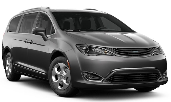 2019 Chrysler Pacifica Hybrid TOURING L Passenger Van in Cheshire, MA
