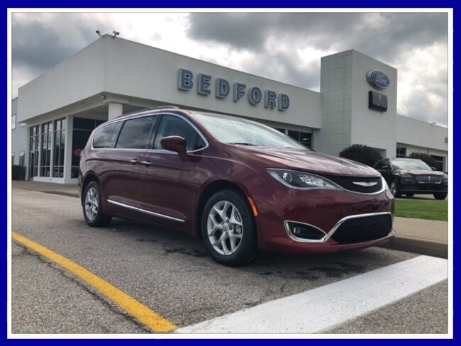 2017 Chrysler Pacifica Touring L Minivan/Van