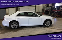 2017 Chrysler 300 Limited AWD 4dr Sedan Sedan