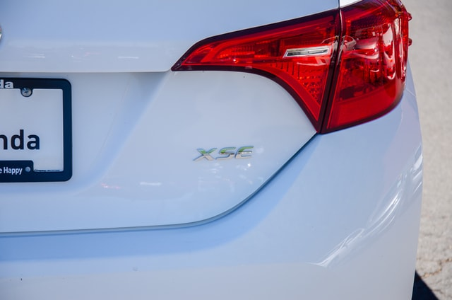 Used 2018 Toyota Corolla Sedan Super White For Sale in Bend