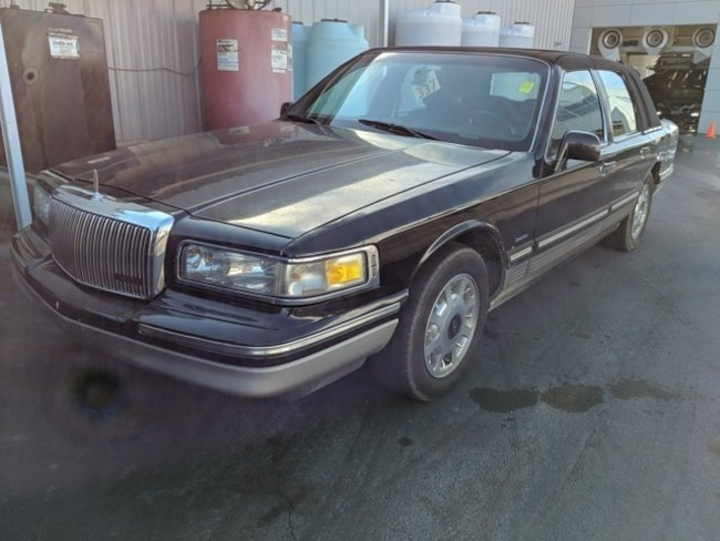 1997 Lincoln Town Car Signature Sedan