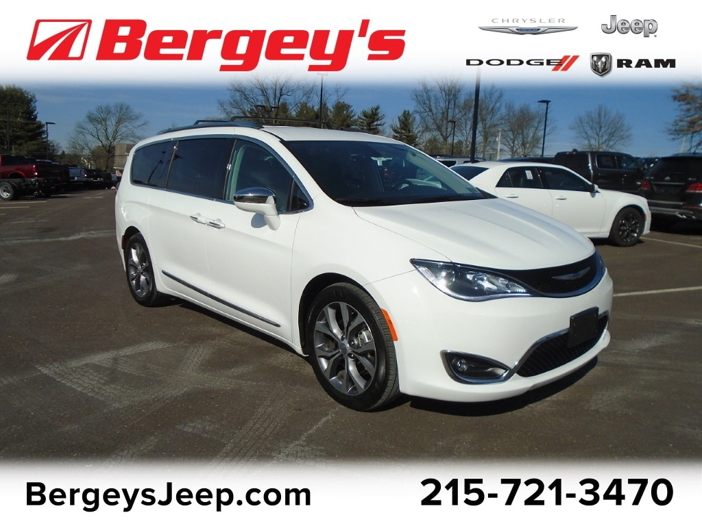 2018 Chrysler Pacifica FWD Limited 8-Passenger w/ Rear DVD & NAV Van