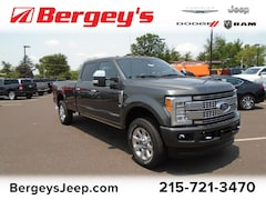 2017 Ford F-250 4WD Crew Cab Super Duty Platinum w/Heated/Cooled Seats, Sunroof and NAV Truck Crew Cab