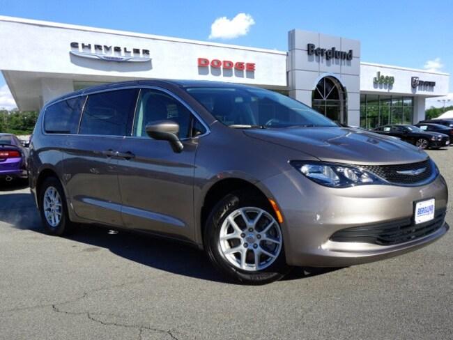 2018 Chrysler Pacifica LX LX  Mini-Van