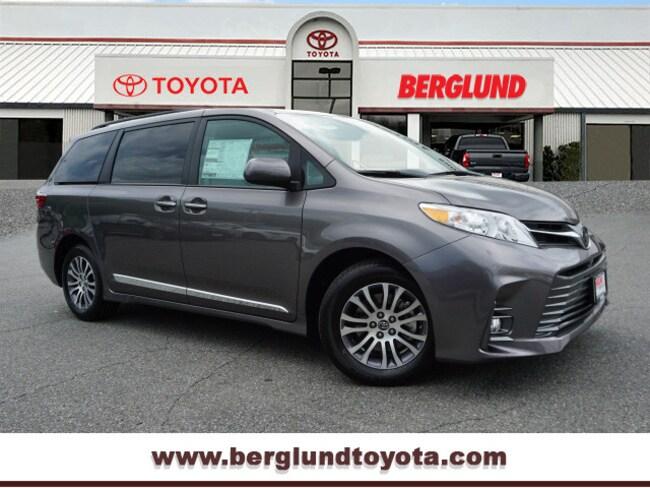 2020 Toyota Sienna XLE 8-Passenger XLE 8-Passenger  Mini-Van