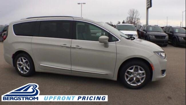New 2019 Chrysler Pacifica TOURING L PLUS Passenger Van 2C4RC1EG5KR594345 For Sale in Kaukauna, WI