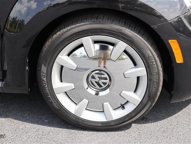 volkswagen beetle convertible  sale  bert smith volkswagen vin vwdaatkm