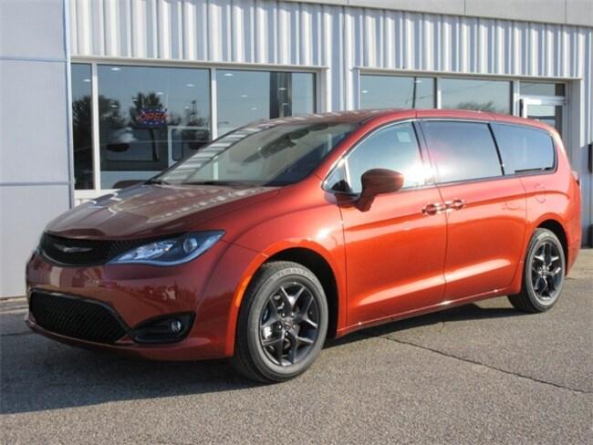 New 2018 Chrysler Pacifica TOURING PLUS Passenger Van Big Rapids