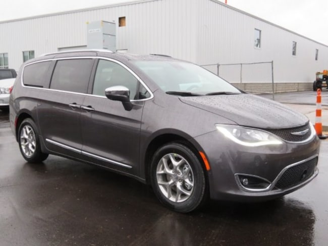 New 2019 Chrysler Pacifica LIMITED Passenger Van For Sale/Lease Lowell, MI